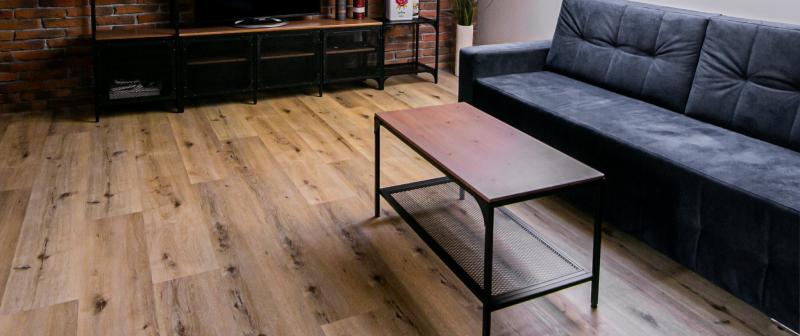 podłoga winylowe panele w salonie